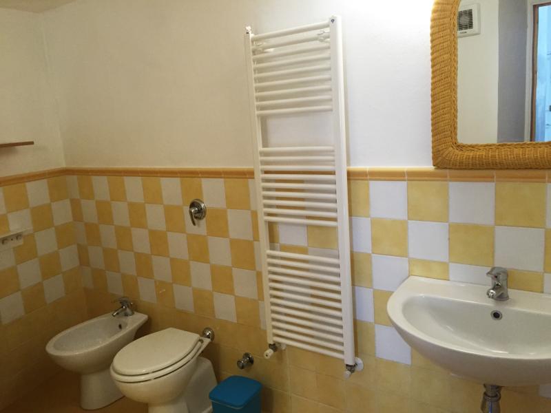 Guests' flat bathroom