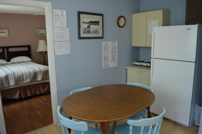 Cottage 5 - 1 bedroom with 2 queen sized beds; Kitchenette with eating area