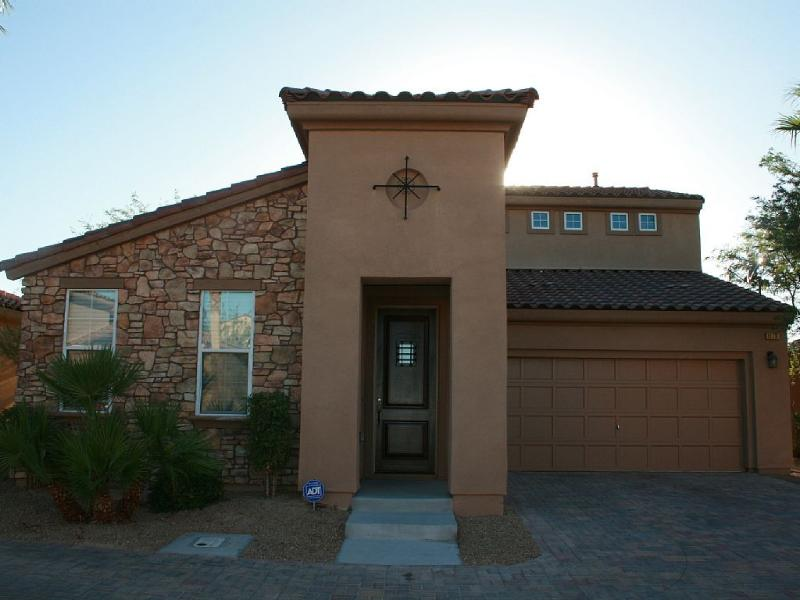 Upscale, Tuscan Inspired 3BR+Game Room Home, holiday rental in Henderson