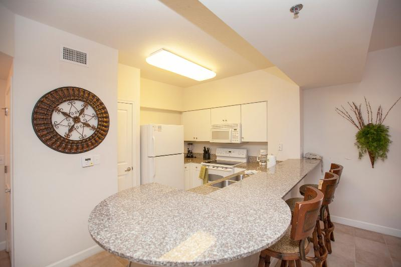 Fully Equipped Kitchen w/ Breakfast Bar