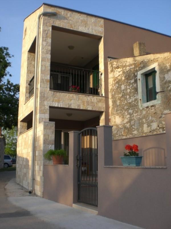 Charming little house situated in quiet part of Privlaka,near the beach.