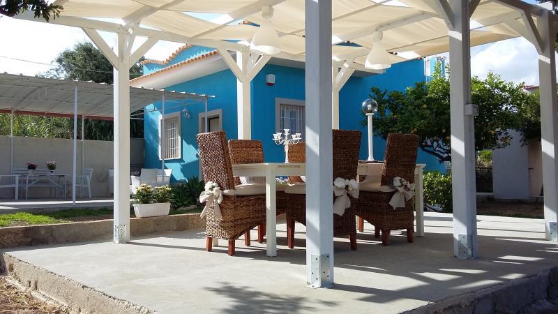 VILLETTA AZZURO MARE IN STILE SHABBY CHIC, vacation rental in Piccio