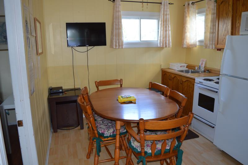 Cottage 8 - 2 bedrooms - both queen beds, sleeps 4;kitchenette/eating area; covered deck faces pool