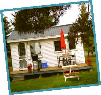 Cottage 3 - 1 bedroom, 2 queen sized beds, kitchenette/eating area, deck, BBQ
