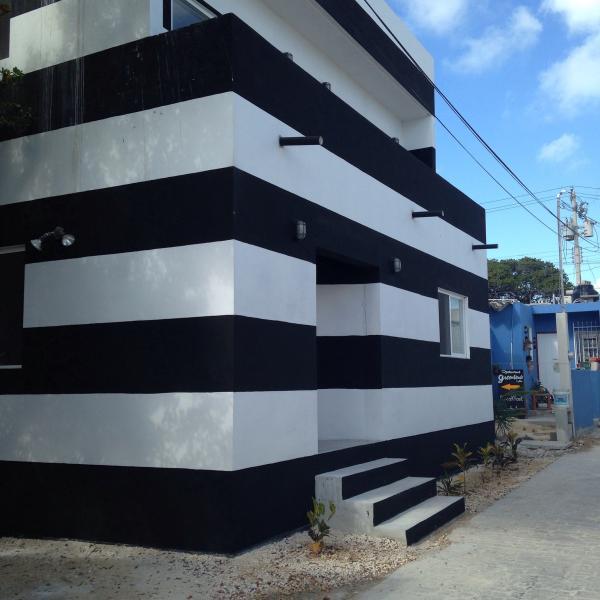 Casa de noir et blanc rayé