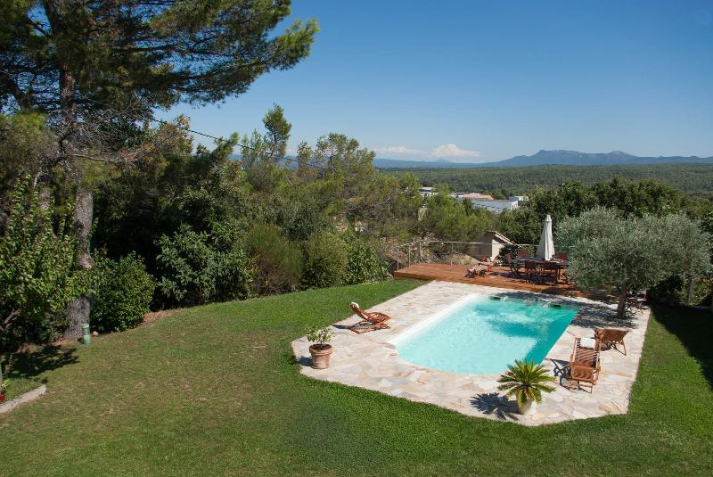 Amazing view ! Great house to gather in Provence, holiday rental in Mimet