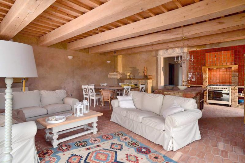TUSCANY FOREVER RESIDENCE VILLA ALLEGRIA APARTMENT GROUND floor 4 bedrooms /2bathrooms /max 8 guests