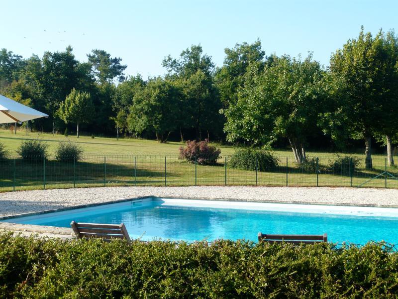 Situation privilégiée de la piscine chauffée.