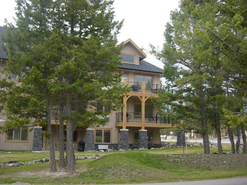 AMAZING 3 BEDROOM ON RADIUM SPRINGS GOLF COURSE,, alquiler de vacaciones en Radium Hot Springs