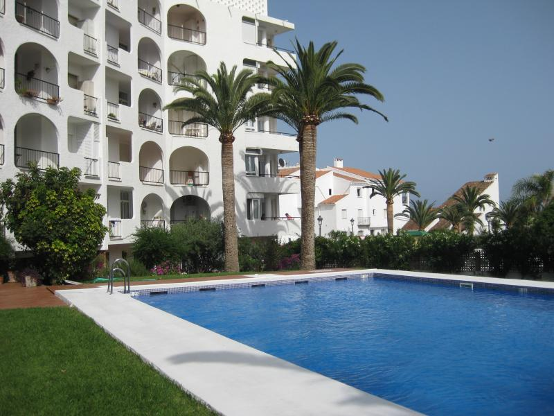 Verdemar and swimming pool OPEN MAY TO OCTOBER..The apartment overlooks the sea