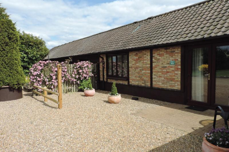 Rural Norfolk Holiday Cottages - Stable 1, holiday rental in Hockwold cum Wilton