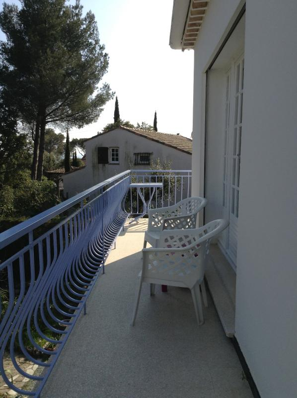 the balcony, side stay, with sea view