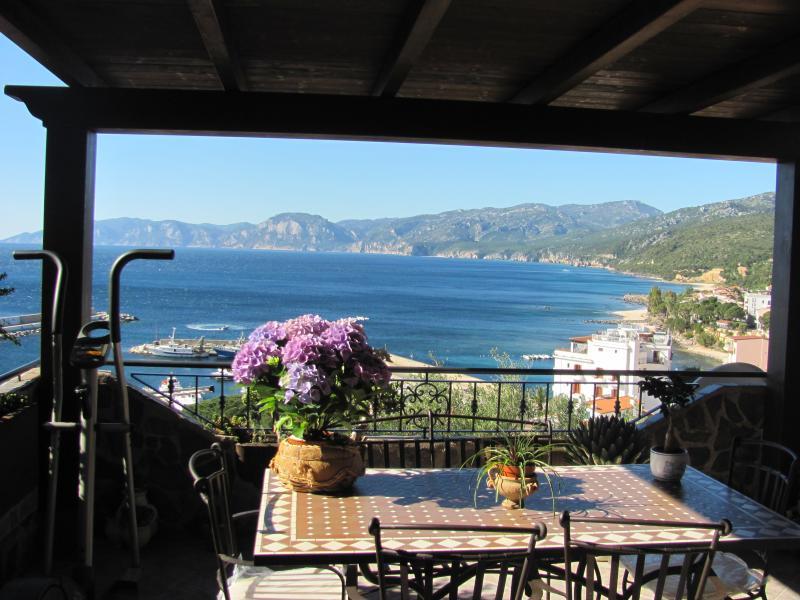 Bellissimo appartamento Cala Gonone con vista mare, holiday rental in Cala Gonone