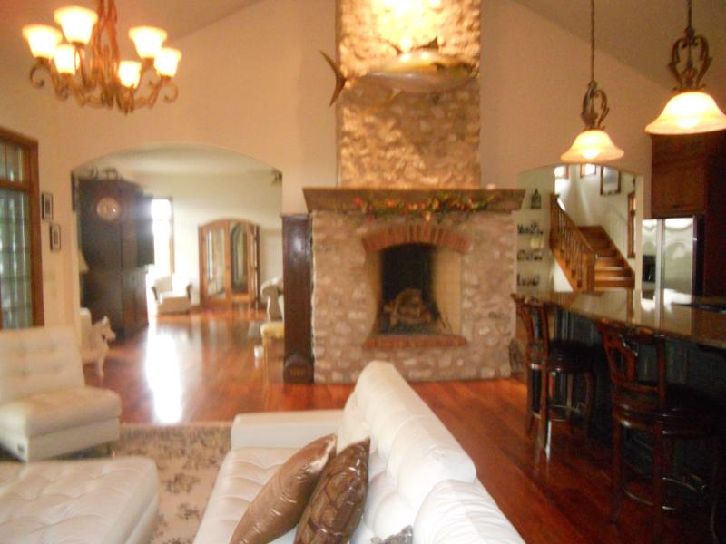 Ultimate Luxury Mansion 5 Star- Mississippi Views, holiday rental in Quincy