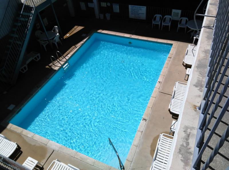 Super clean family-friendly heated pool and sun deck