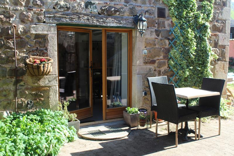 Rural Eco Retreat - Beaujolais stonebarn mini gite, casa vacanza a Ouroux