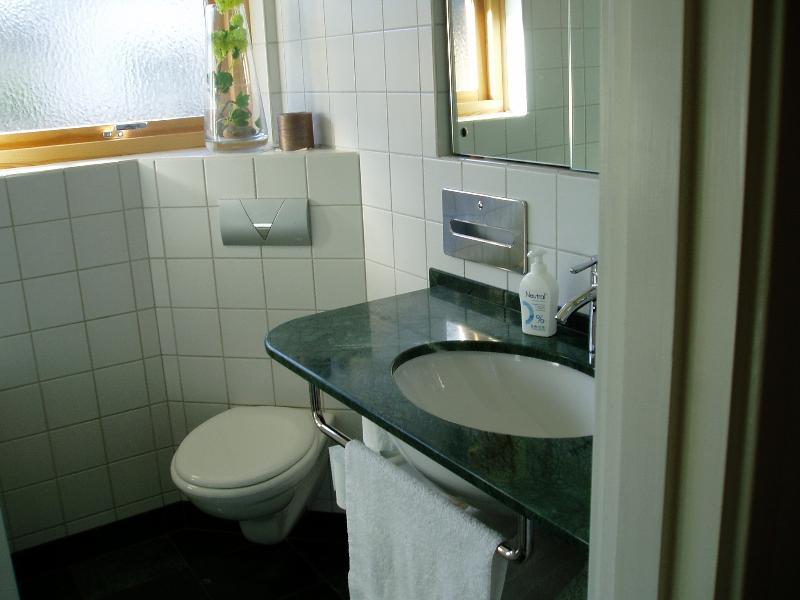 Badrummet. Har även badkar o dusch.