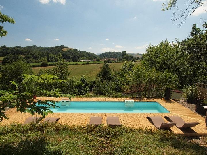 Riverside Chalet with pool near Biarritz (3), aluguéis de temporada em Arraute-Charritte