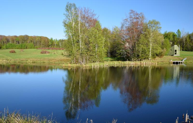 Pond View: canoa, sauna e area pic-nic a destra. Bass pesca.