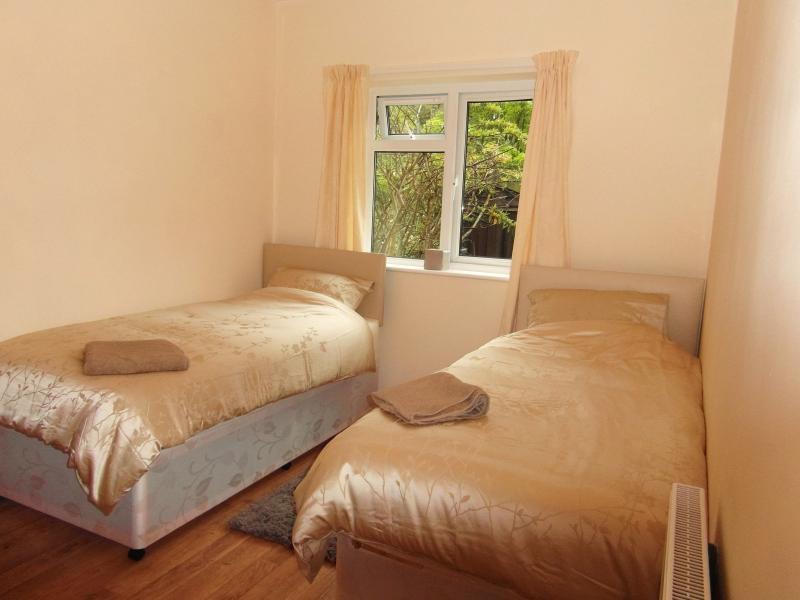 Twin/double (zip and link) bedroom, downstairs.