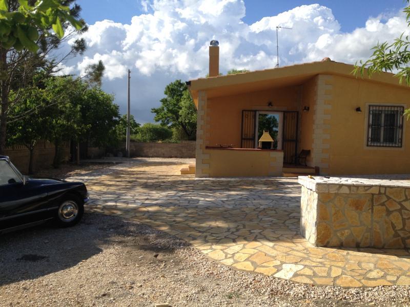 5 locali completamente recintati, isola murgecchia, holiday rental in Laterza