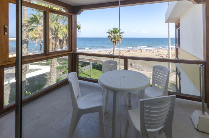 Beach Apartment at San Agustin, location de vacances à San Agustin