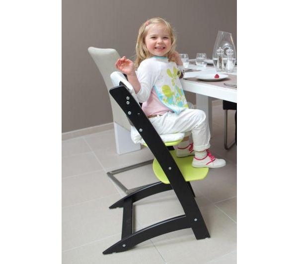 Our newest acquisition:  (not the kid :-) - the high chair for our youngest guests ....
