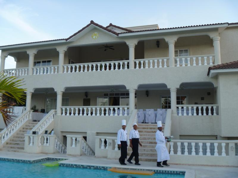 3BR Villa,Lower All-Inclusive, NO RESORT FEE, Gold Band VIP Available - SAVE $$$, vacation rental in Puerto Plata