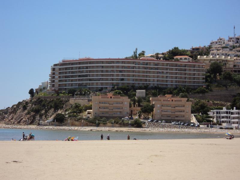Vista del Edificio 'Palacio del MAR' frente a la playa Sur