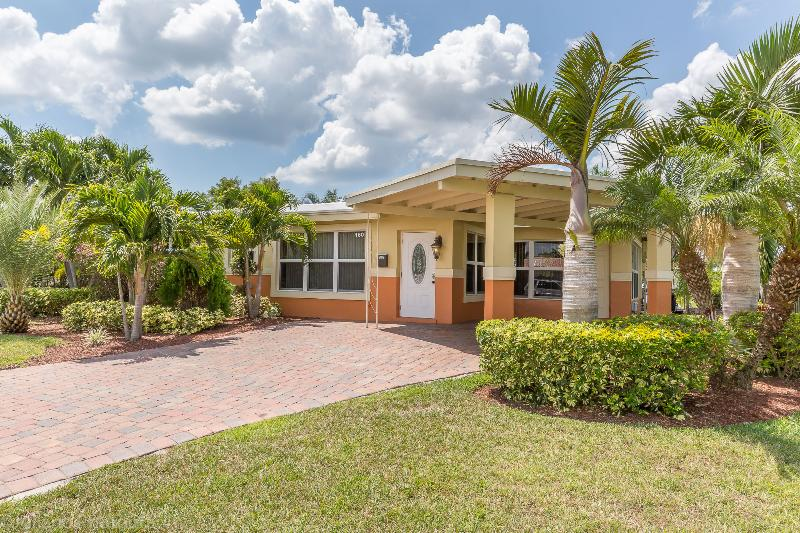 GREAT HOUSE ON THE WATER, OCEAN ACCESS, FORT LAUDE, holiday rental in Hillsboro Beach