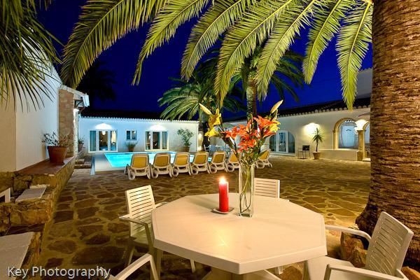La Finca patio night time