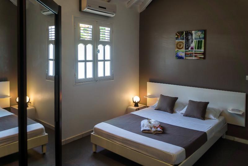 Room no. 2: 1 bed 140 x 190, 1 large dressing room door mirror, 1 closet curtain.