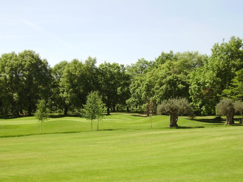 vistas al campo de golf desde la terraza del bar de la Casa Club