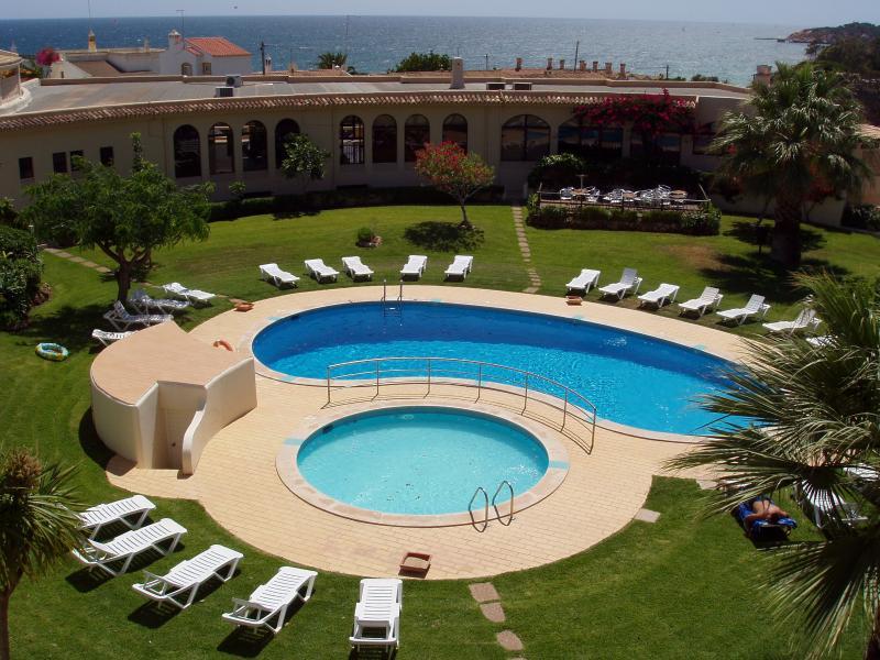 Clube Maria Luísa 2 Pax, location de vacances à Olhos de Agua