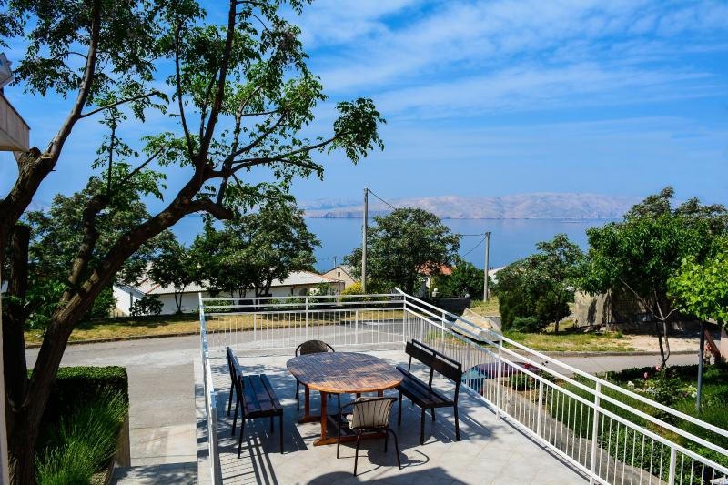 Spacious apt with terrace and beautiful sea view Senj, Hrvatska, holiday rental in Senj