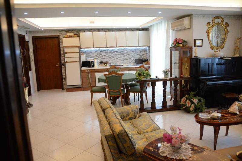 LUXURY PANORAMIC FLAT IN 'CORAL TOWN' NEAR POMPEI, holiday rental in Panza