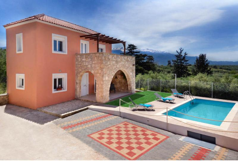 Villa Silvia cretan maisonette with private pool, holiday rental in Vamos