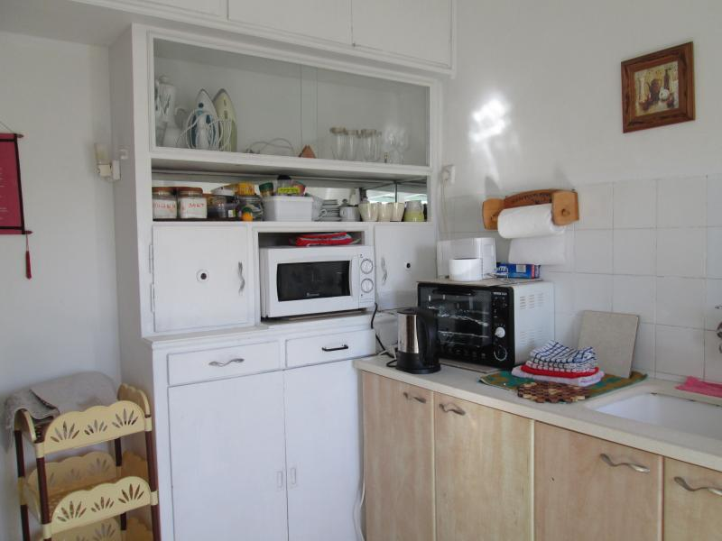 kitchen and micro wave