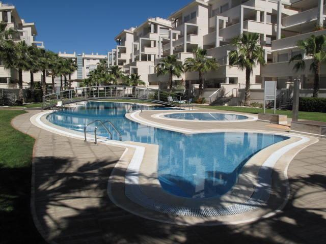 Atico Elegance, modern penthouse, air con, Wi-Fi, roof terrace, sleeps 6, location de vacances à Denia