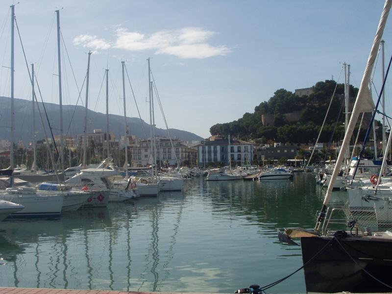 Le port de plaisance de Denia El Portet et l'imposant château sont à 15 minutes à pied.