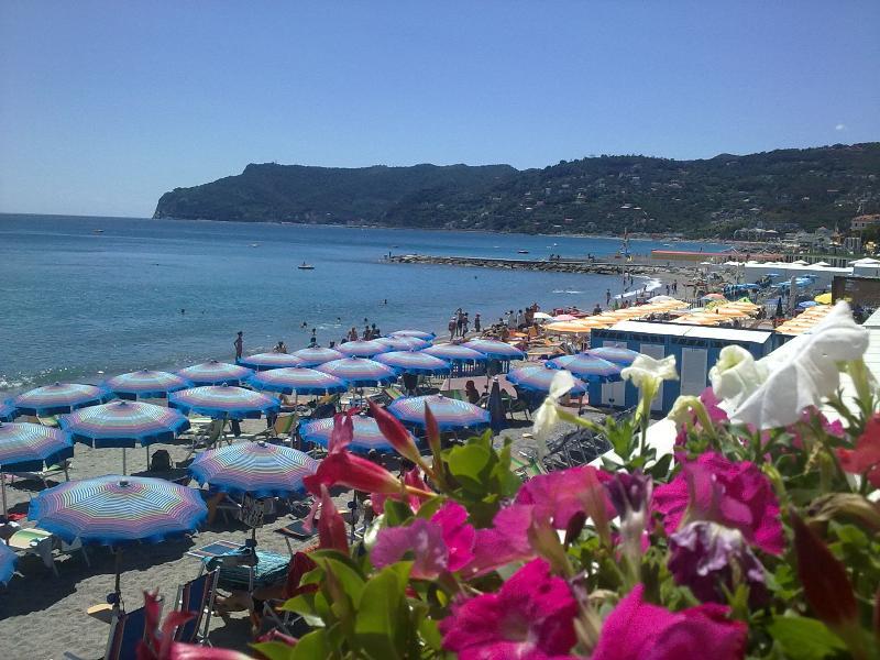 casa al mare in Liguria -SPOTORNO, vacation rental in Torre del Mare
