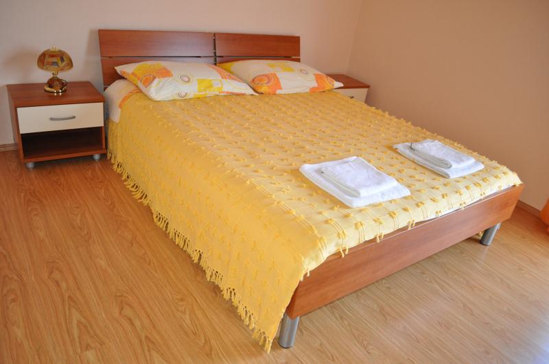 Yellow apartment for 2, holiday rental in Vis