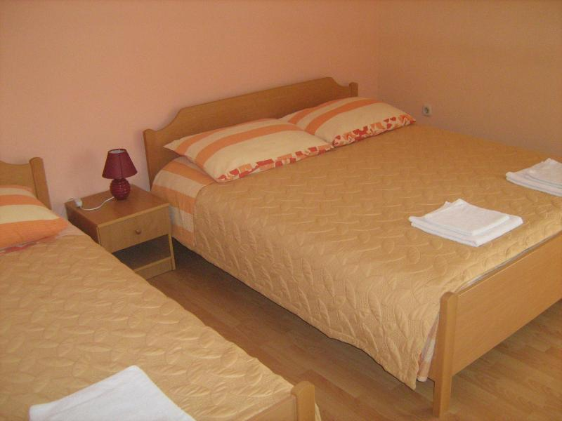 Orange apartment for 3, holiday rental in Vis