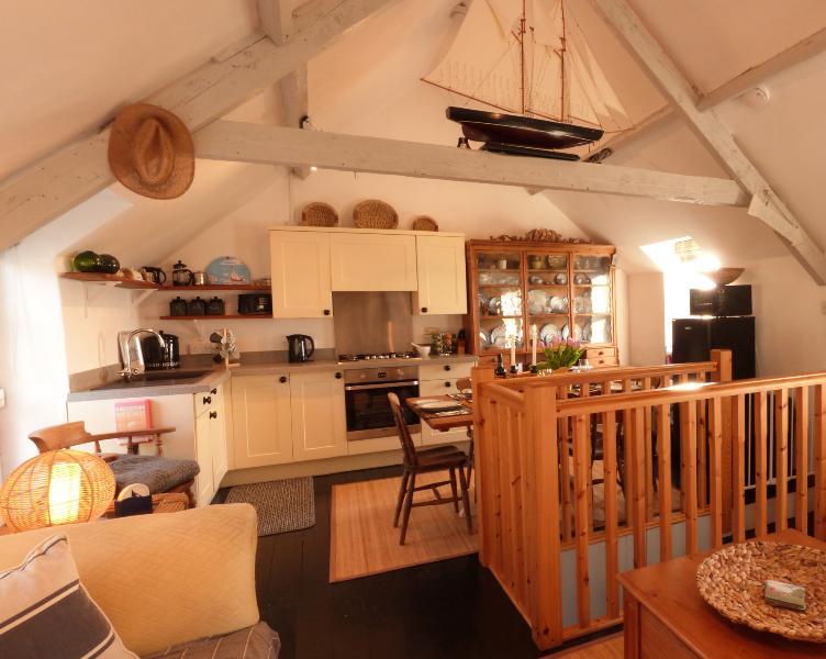 Sala de estar arriba incluye una zona de cocina, comedor y salón