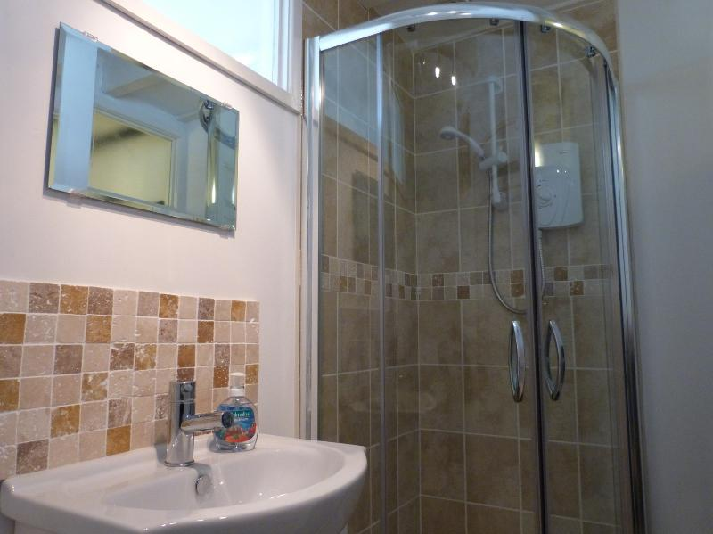 Separar con ducha / WC con ducha cabina, aseo y tocador