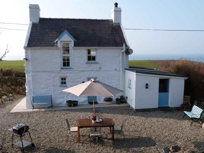 Detached cottage with a sea view in Nefyn on the Llyn Peninsula