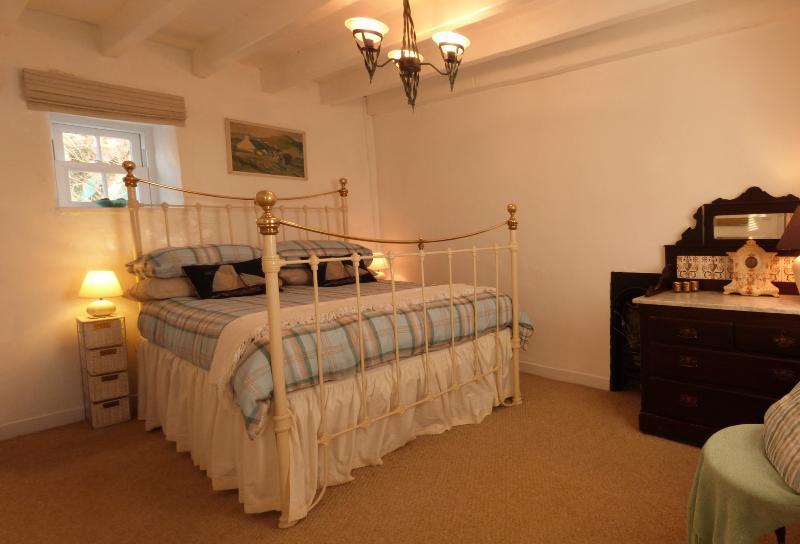 Habitación doble con una cama de latón/hierro victoriana hermosa