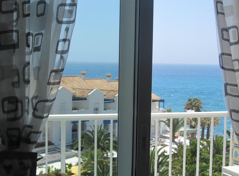 To the beach! Apartment with wonderful sea view, holiday rental in Nerja