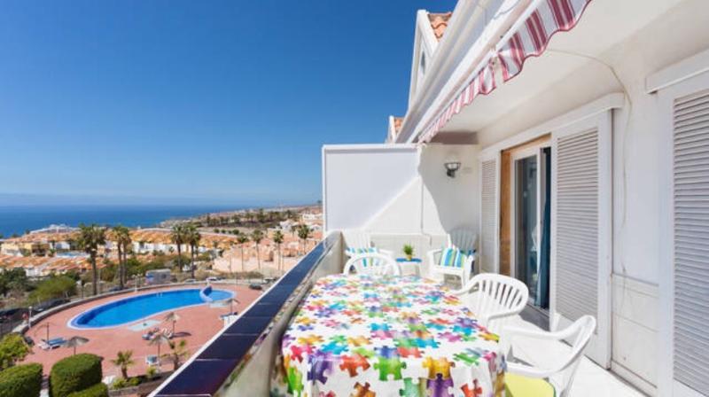 apt with great view in Playa de las America, aluguéis de temporada em Playa de las Américas