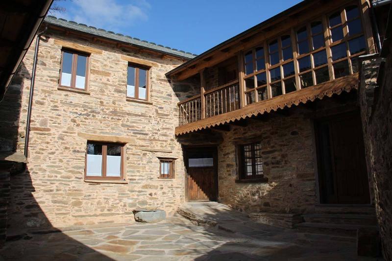 Casa Rural Valle del Duerna, holiday rental in Santa Colomba de Somoza